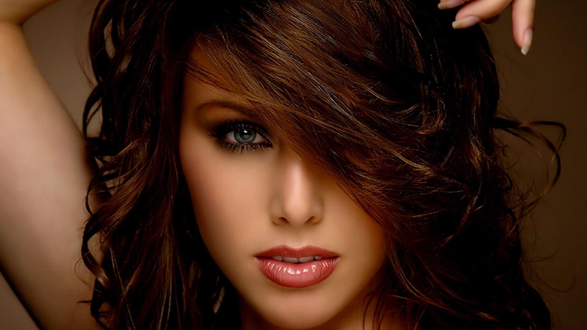 Фто шатенок с красивыми волосами 5 фотография